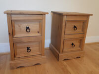 2 gorgeous pine matching bedside tables in excellent condition