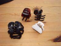 4 hair clips.