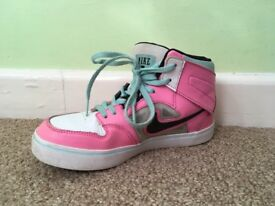 Old school girl Nike Trainers GOOD condition size 2