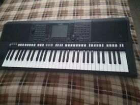 YAMAHA PSR S 750 - very good condition as new