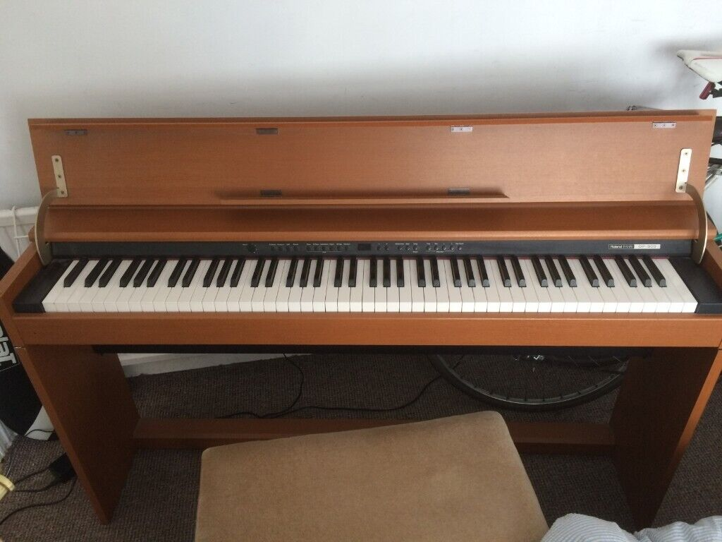 Roland DP900 Digital Piano 88 key fully weighted Progressive Hammer-Action  keyboard | in Brighton, East Sussex | Gumtree
