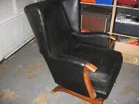 2 Rocking Chairs