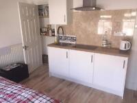 Double Room own kitchen in room, couples NO FEES