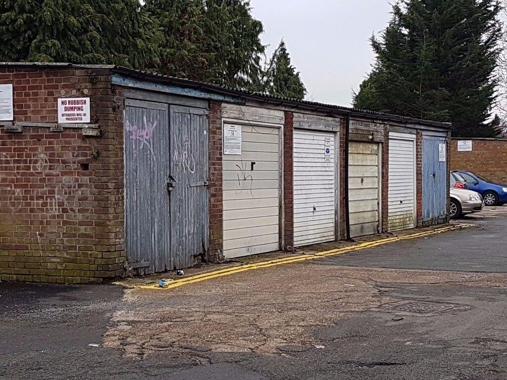 Garages to rent: Cranmer Court, Richmond Road Surrey