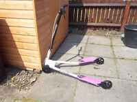 FLICKER WHITE AND PINK GIRLS SCOOTER
