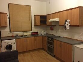 Large Room to Rent in Lovely Spacious House *Free Bills + Wifi*