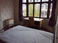 Large double room to let (BILLS INCLUDED) in HORNCHUCH near Romford station