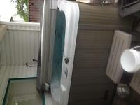 EUC hot tub