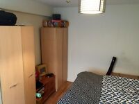 double room, inc all the bills&cleaner, 10 min walk to Victoria