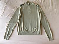 Burberry wool sweater size (M)