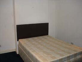 Clapham large double room to Let