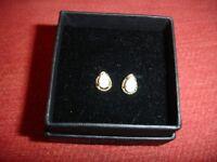 Pretty 9ct Gold Opal Earrings
