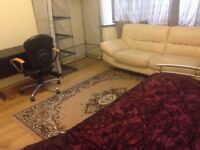 DOUBLE ROOM TO RENT NEAR SUDBURY TOWN STATION £105 PER WEEK
