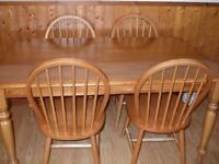 kitchen table/dining table with 6 chairs