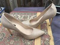 Quiz Ladies Heels Shoes, Gold colour Size 7/40 Used One time £5