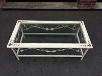 Shabby chic coffee table can deliver