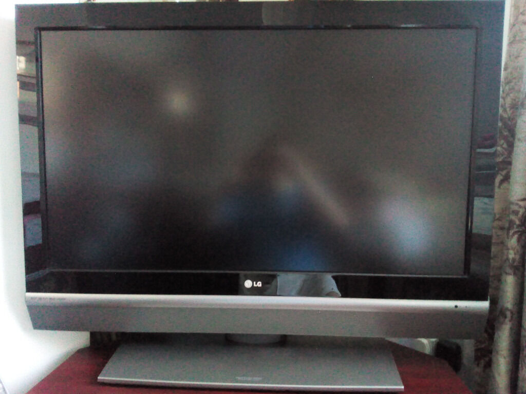 """42"""" LG LCD TV Good working order - built in stand, manual, remote and power  lead £50 cash only"""