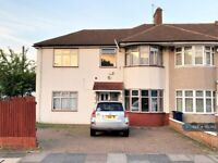 Studio flat in Wharncliffe Drive, Southall, UB1 (#1112380)