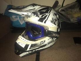Box helmet an goggles
