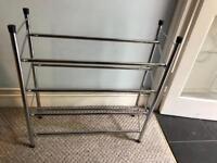 Extendable shoe rack