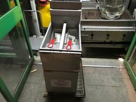 CATERING COMMERCIAL GAS TWIN TANK NEW NEW FRYER CUISINE CAFE SHOP COMMERCIAL KITCHEN PIZZA CATERING