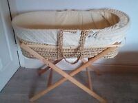 Moose basket with stand