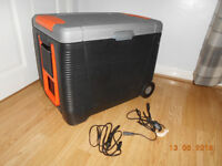 12 volt / mains large pull along cool/ warm box clean condition