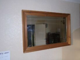 Wooden framed mirror in perfect condition (60cm x 80cm)