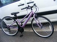 LADIES HYBRID BIKE 700c WHEEL ALUMINIUM FRAME HARDLY USED