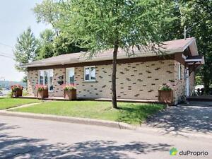 230 300$ - Bungalow à vendre à Chicoutimi Saguenay Saguenay-Lac-Saint-Jean image 1