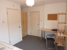 AL10 Hatfield SPACIOUS ROOM TO LET/RENT. CLOSE to SHOPS, AMENITIES & TRANSPORT AVAILABLE NOW