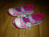Size 10 girls peppa pig shoes