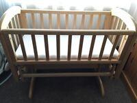John lewis Swinging crib like new with mattress