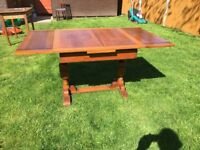 1930s Extendable Oak Dining Table