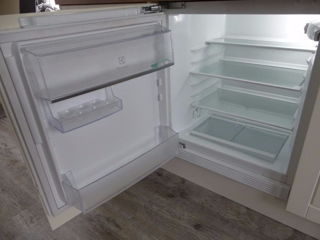 ELECTROLUX integrated under-counter refrigerator ERY1401AOW
