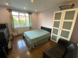 New decorated double room to let near Hillington