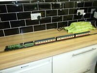 Hornby railways flying scotsman and 3 coaches ideal xmas gift