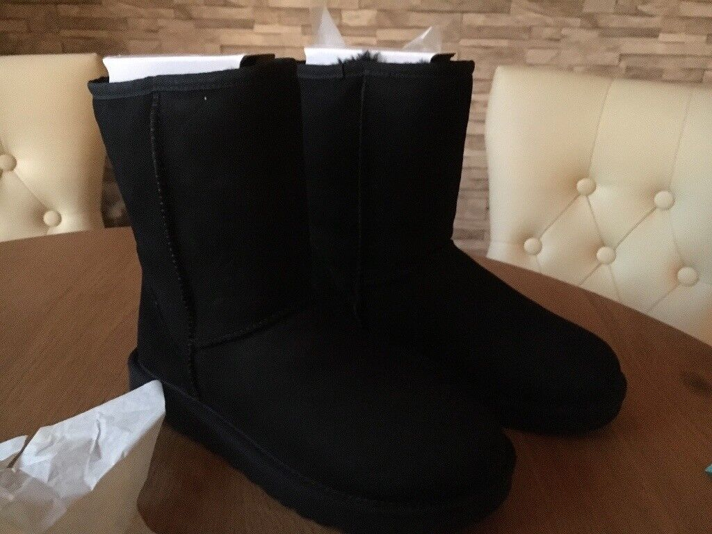 75919b5d500 UGG BOOTS SHORT BLACK II SIZE 6 BRAND NEW | in East End, Glasgow | Gumtree