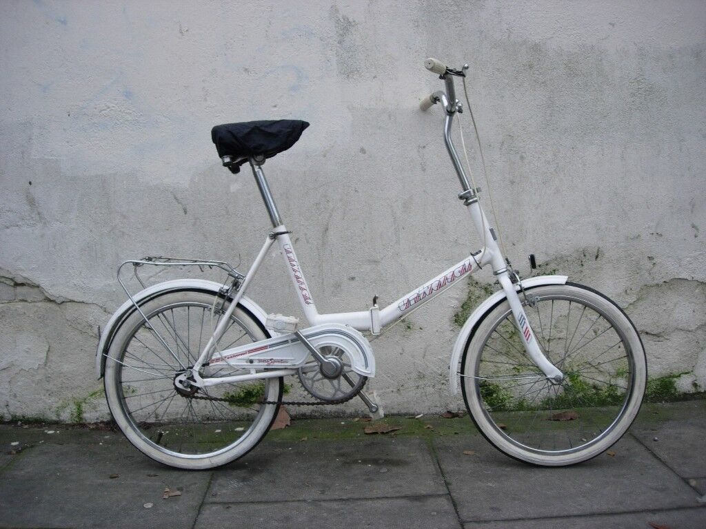 Folding Bike by Universal, White, Good Condition, Single Speed, JUST SERVICED / CHEAP PRICE!!!!!!!!!