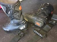 SDI Motorbike boots plus waist belt with hold handles for passenger