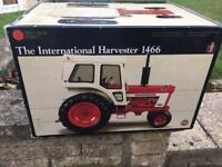 ERTL INTERNATIONAL HARVESTER 1466. 1/16 DIE CAST TRACTOR.