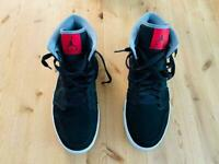 Nike Air Jordan 1 Mid Trainers