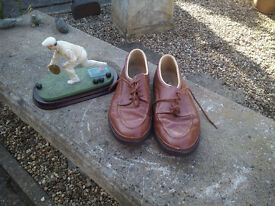 BROWN BOWLING SHOES .