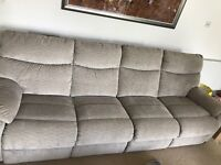 4 SEATER CORNER SOFA WITH SEPARATE RECLINING CHAIR.