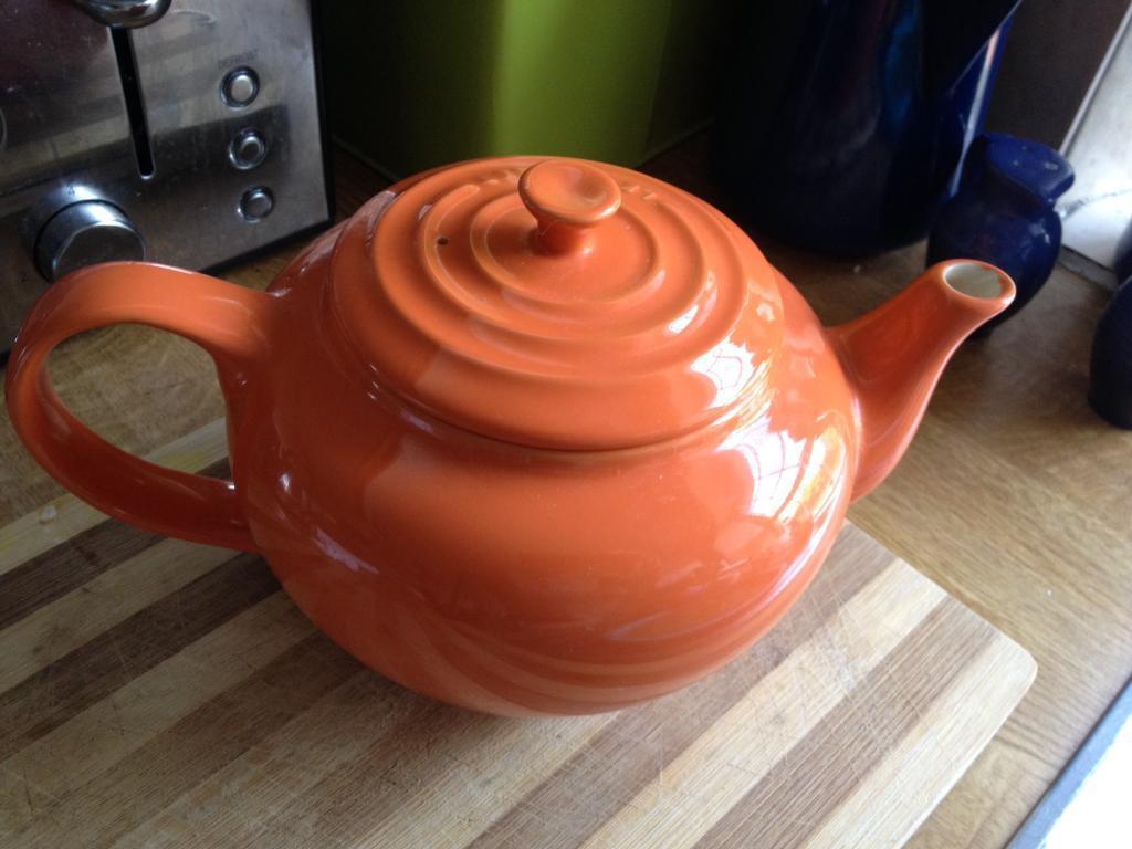 Le creuset tea pot in volcano orange , signature shape tea pot and colour