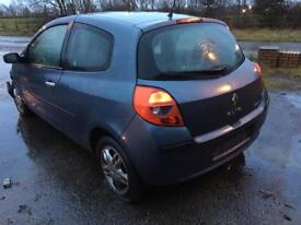 Renault Clio 3 BREAKING spares for repair 1.5 dci 2007