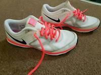 Nike trainers size 4