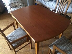 Extendable table and chairs - FREE