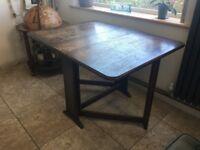 Gate leg / drop leaf table