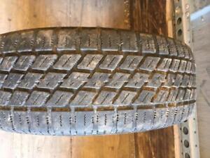 1 pneu d hiver 195/60r15 nordic